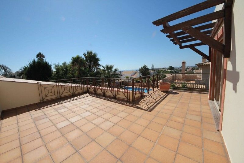 COMFORT AND QUALITY IN THIS 3 BED VILLA WITH LOVELY SEA VIEWS, PRIVATE GARDEN & POOL.