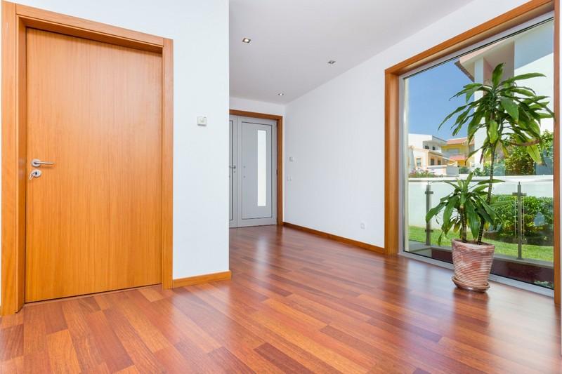 1000007073_hallway_upstairs.jpg