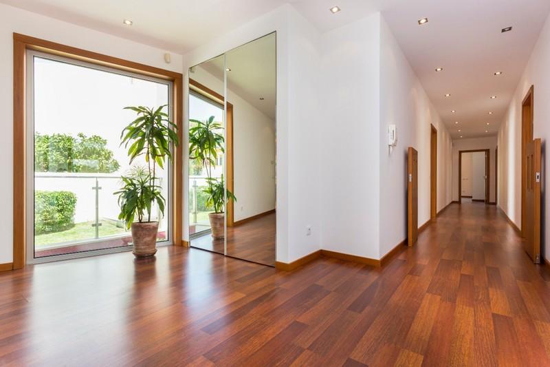 1000007073_hallway_window.jpg