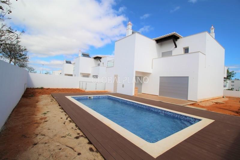 Moradia V4 Vale Lagar/ Bemposta Portimão - ar condicionado, piscina, varanda, cozinha equipada, bbq, lareira, garagem