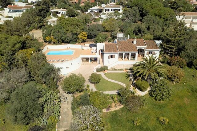 Casa V4 Remodelada no centro Praia da Luz Lagos - piscina, cozinha equipada, vidros duplos, varanda, vista mar