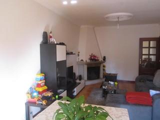 Apartamento T2 Escapães Santa Maria da Feira - caldeira, lareira, garagem, varanda, marquise, cozinha equipada, aquecimento central