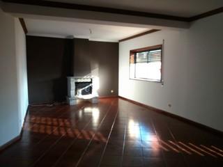 Apartamento T3 Outeiro Arrifana Santa Maria da Feira - zona calma, lugar de garagem, lareira