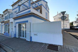 Moradia V2 Manta Rota Vila Nova de Cacela Vila Real de Santo António - sótão, varanda, ar condicionado, bbq, isolamento térmico, vista mar