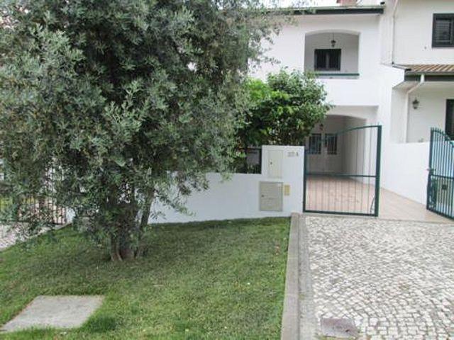 Moradia V3 Macieira de Sarnes Oliveira de Azeméis - marquise, aquecimento central