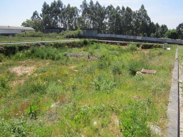 Land with 976.50sqm Escapães Santa Maria da Feira - construction viability