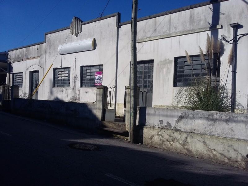 Warehouse with 600sqm Escapães Santa Maria da Feira