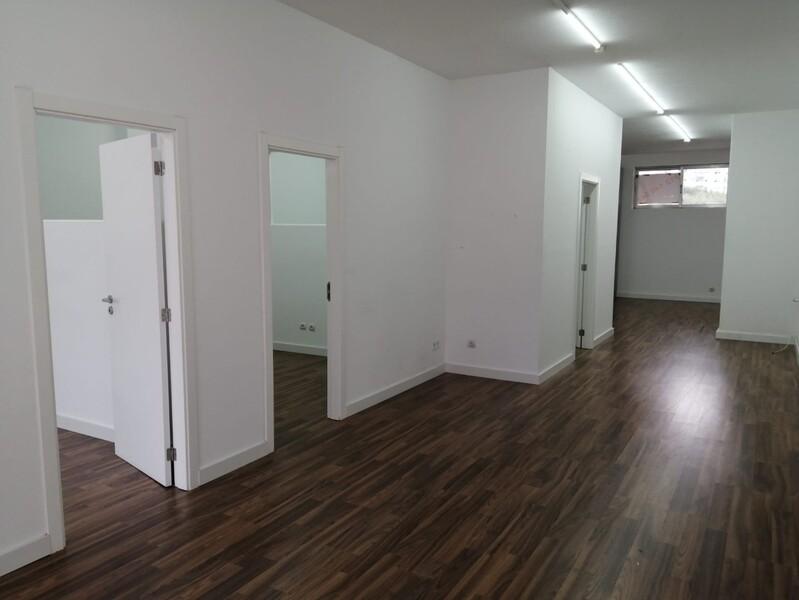 Loja no centro S.J.da Madeira São João da Madeira - espaço amplo, excelente localização, wc, montra