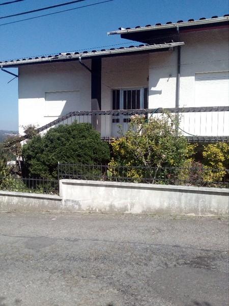 Moradia V3 Vila de Cucujães Oliveira de Azeméis - jardim, aquecimento central, garagem