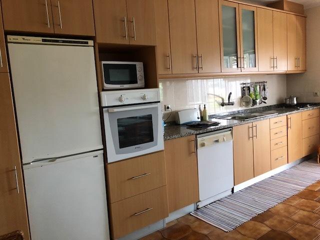 Casa V2 São João da Madeira - cozinha equipada, garagem, sótão