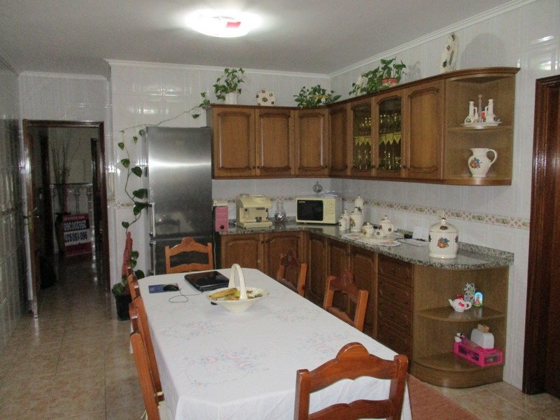 Apartamento T3 Cucujães Vila de Cucujães Oliveira de Azeméis - lareira, varanda, marquise, vidros duplos, garagem
