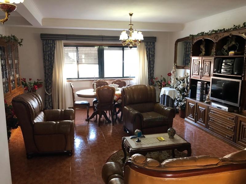 Apartamento T3 em bom estado São João da Madeira - marquise, cozinha equipada, varandas, garagem