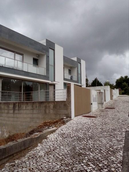 Moradia V3 Moderna São Roque Oliveira de Azeméis - jardim, garagem, painéis solares, lareira, alarme, ar condicionado