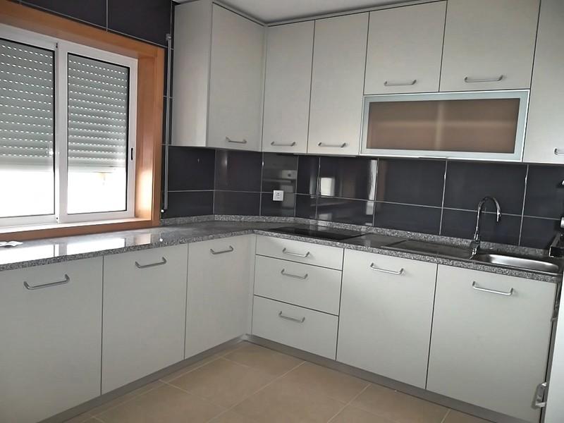 Apartamento T3 Remodelado Macieira de Sarnes Oliveira de Azeméis - varanda, isolamento térmico, terraço, cozinha equipada, vidros duplos, garagem