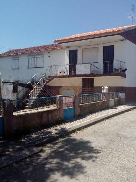 Moradia V3 Santiago de Riba-Ul Oliveira de Azeméis - varanda, garagem, quintal