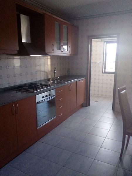 Apartamento T3 Feira Santa Maria da Feira - cozinha equipada, jardim, varanda, lareira, garagem, terraço