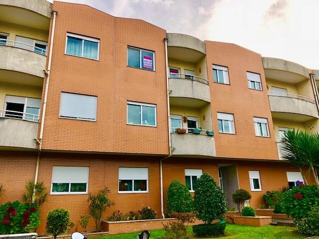 Apartamento T2+1 Outeiro - Arrifana Santa Maria da Feira - varandas, lareira, lugar de garagem