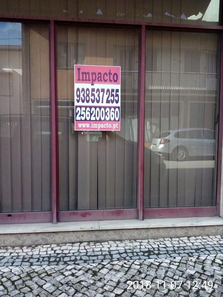 Loja com montra São João da Madeira - montra, wc