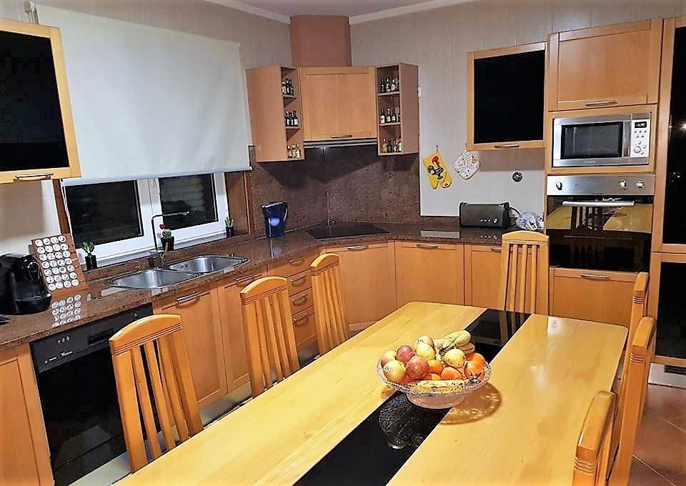 Moradia V3 em banda Cesar Oliveira de Azeméis - bbq, garagem, zona calma, alarme, jardim, cozinha equipada, ar condicionado, aquecimento central