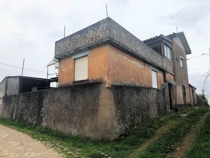 Moradia V4 Geminada Vila de Cucujães Oliveira de Azeméis - lareira, varanda, terraço