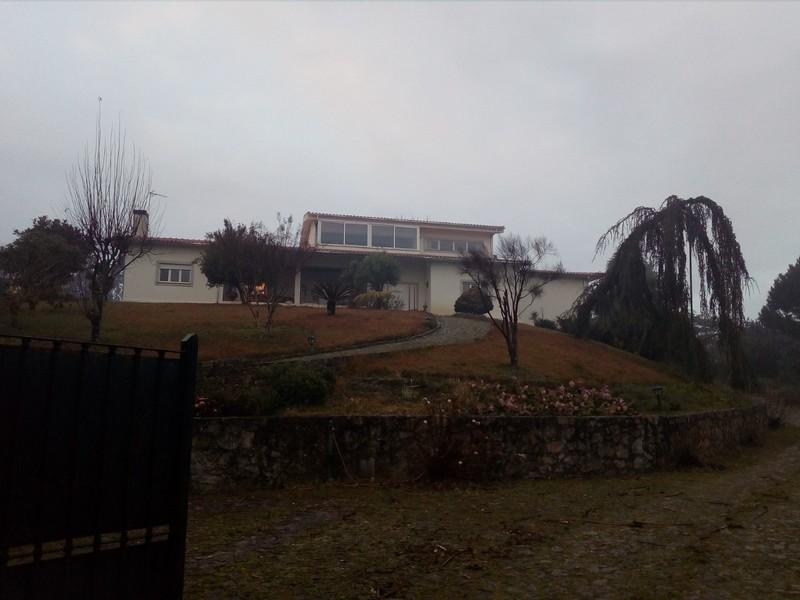 Moradia V3+1 Vermoim Ossela Oliveira de Azeméis - marquise, sótão, jardins, ar condicionado, lareira, garagem, varandas