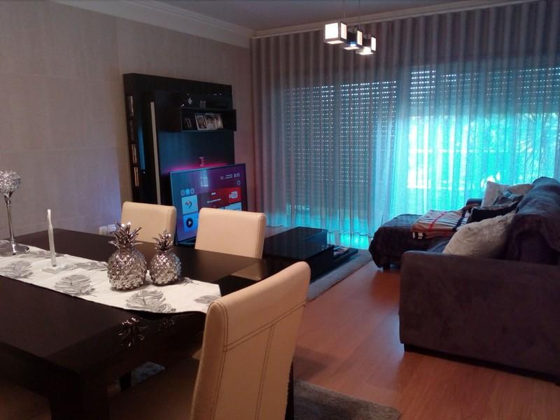 Apartamento T2+1 Como novo Oliveira de Azeméis - condomínio fechado, marquise, piscina, banho turco, sauna, parque infantil, varandas, jardins