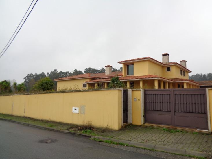 Moradia V4 Rio Meão Santa Maria da Feira - zona calma, garagem