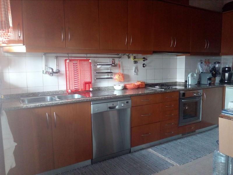 Apartamento no centro T3 Oliveira de Azeméis - lugar de garagem, varandas, jardim, marquise, sótão, 1º andar, cozinha equipada