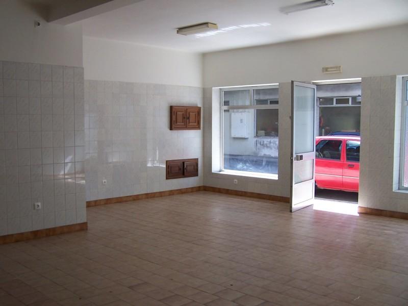 Loja Albergaria-a-Velha - espaço amplo, bons acessos, wc
