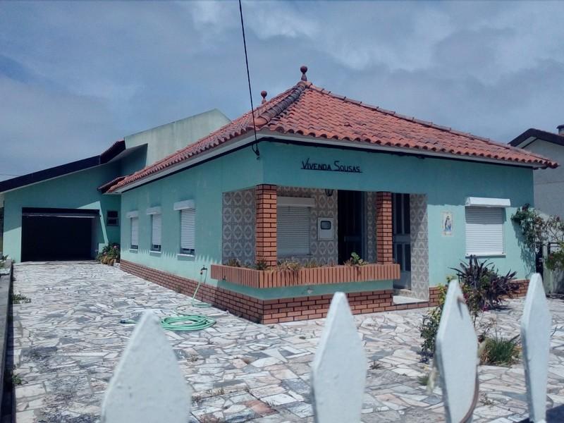 Moradia Térrea V3 Torrão do Lameiro Ovar - jardim, garagem, sótão