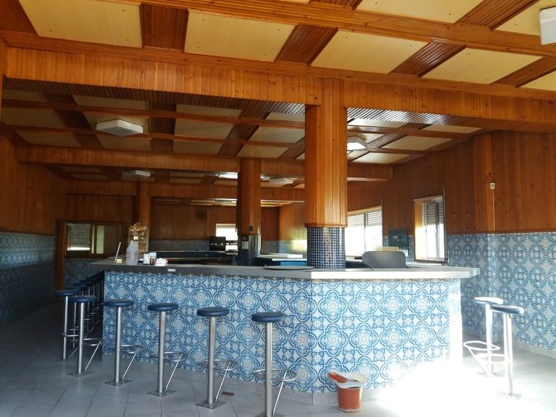 Restaurante Equipado com boas áreas Macieira de Sarnes Oliveira de Azeméis - garagem, cozinha, wcs,