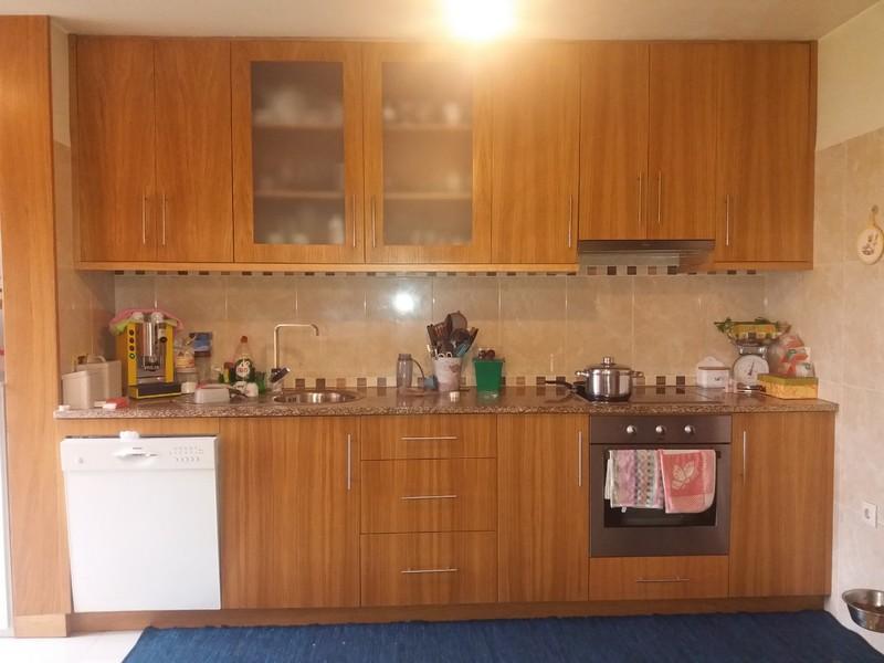Apartamento T3 Remodelado São João da Madeira - cozinha equipada, salamandra