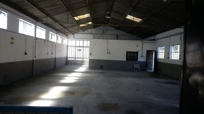 склад c 283m2 Santiago de Riba-Ul Oliveira de Azeméis - estacionamento, wc, просторная