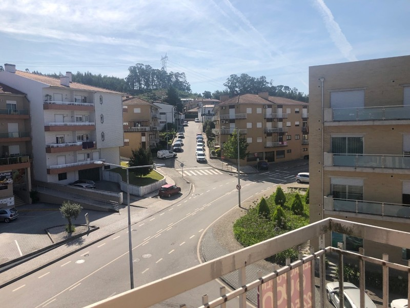 Apartment well located T3 Carregosa Oliveira de Azeméis - balcony, fireplace, garage, central heating, marquee