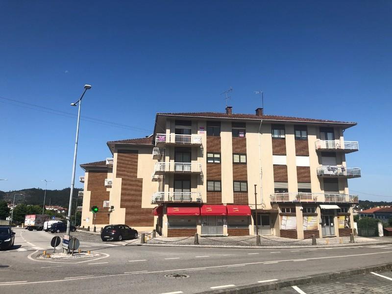 Apartamento bem localizado T3 Carregosa Oliveira de Azeméis - varanda, lareira, garagem, aquecimento central, marquise