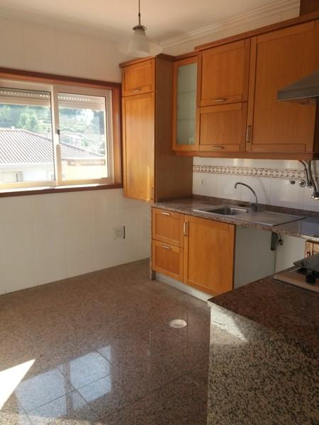 Apartamento com boas áreas T3 Lobão Santa Maria da Feira - parque infantil, garagem, varanda, cozinha equipada
