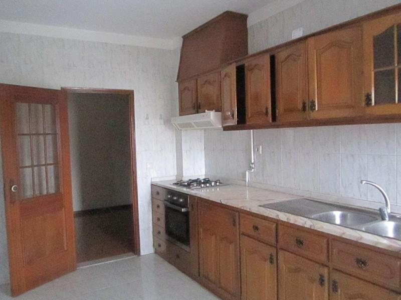 Apartamento T3 São João da Madeira - sótão, ar condicionado, lareira, marquise, cozinha equipada, lugar de garagem, varanda