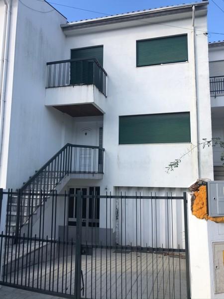 Moradia V3 Geminada em banda São João da Madeira - lareira, garagem, terraço