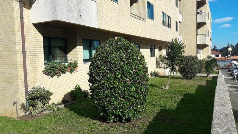 Apartamento bem localizado T3 Lobão Santa Maria da Feira - garagem, varandas, aquecimento central, lareira