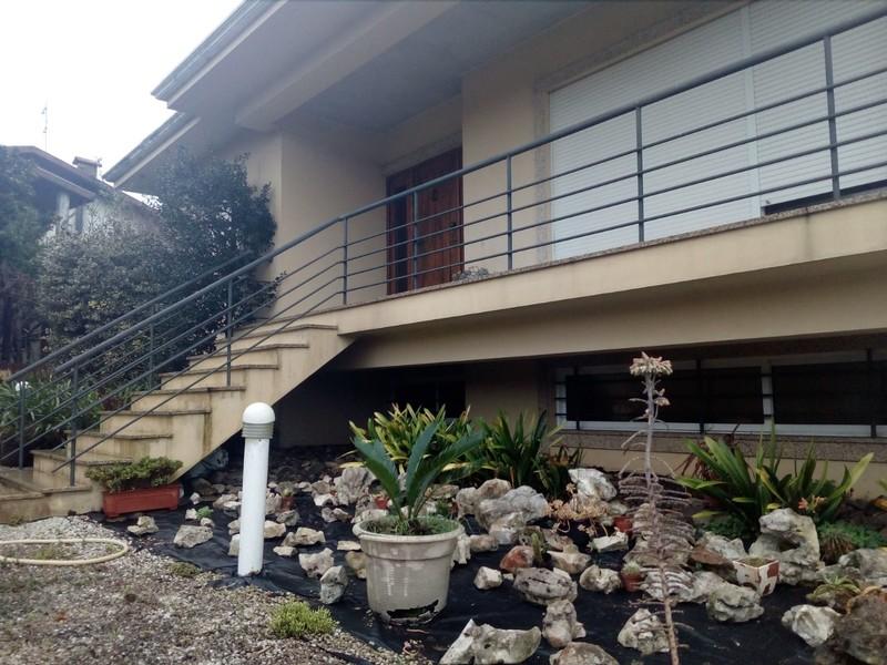 жилой дом отдельная V3 Passionistas Feira Santa Maria da Feira - гараж, экипированная кухня, сады, камин, веранды, усадьбаl, веранда, автоматические ворота, центральное отопление