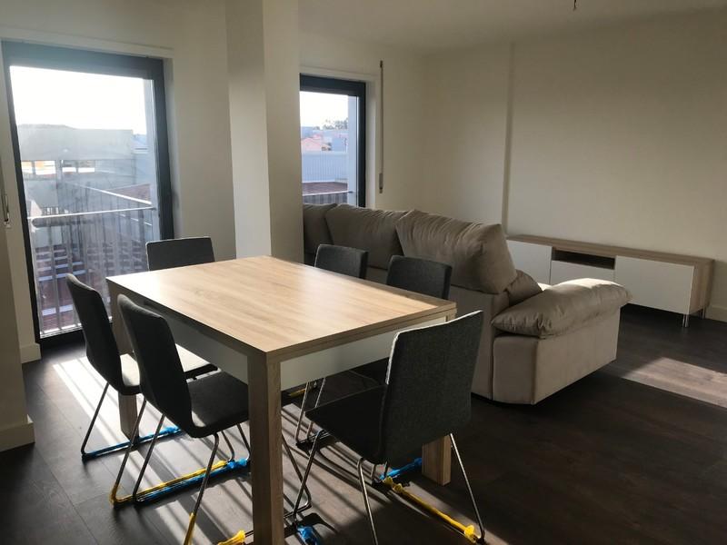 Apartamento T2 novo Feira Santa Maria da Feira - mobilado, equipado, varanda, lugar de garagem