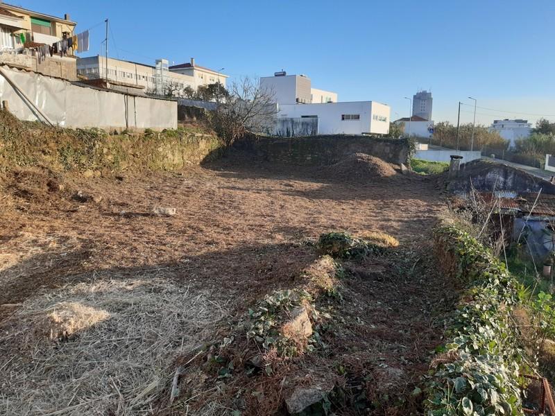 Land with 296sqm São João da Madeira - construction viability