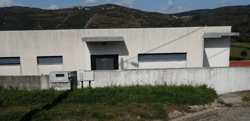 Moradia V3 Isolada Paraíso Castelo de Paiva - garagem