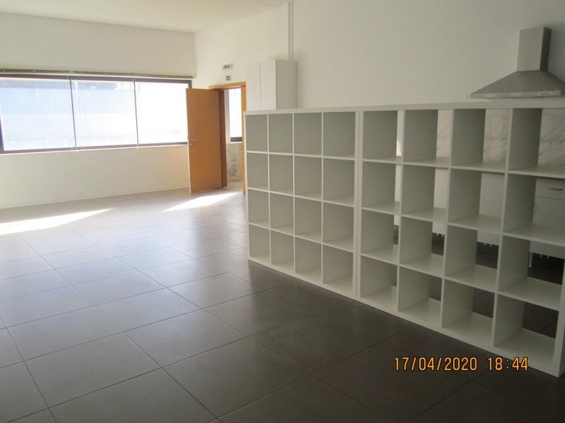 Office nouvel well located Rio Meão Santa Maria da Feira - easy access, wc