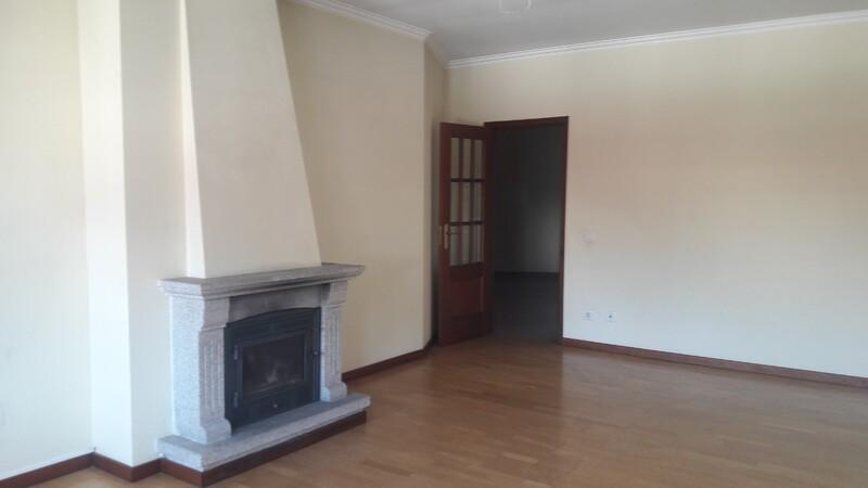 Apartment 3 bedrooms Oliveira de Azeméis - double glazing, fireplace, balcony, parking space, balconies, garage