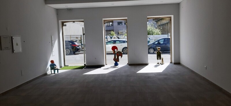 Shop neues São João da Madeira - wc, storefront, terrace