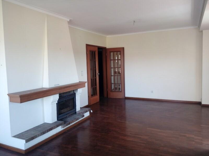 Apartment T3 Arrifana Santa Maria da Feira - balconies, equipped, fireplace, parking space, marquee, garage, sea view, balcony