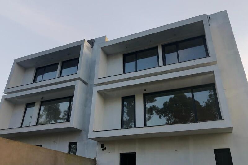 Moradia em banda V3 Sobral de Baixo Lourosa Santa Maria da Feira - ar condicionado, painel solar, varandas, bbq, videovigilância, garagem, alarme, jardim, cozinha equipada