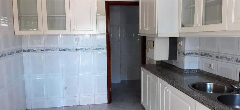Apartment in the center T2 São João da Madeira - marquee, balcony, garage, kitchen, central heating, fireplace, double glazing