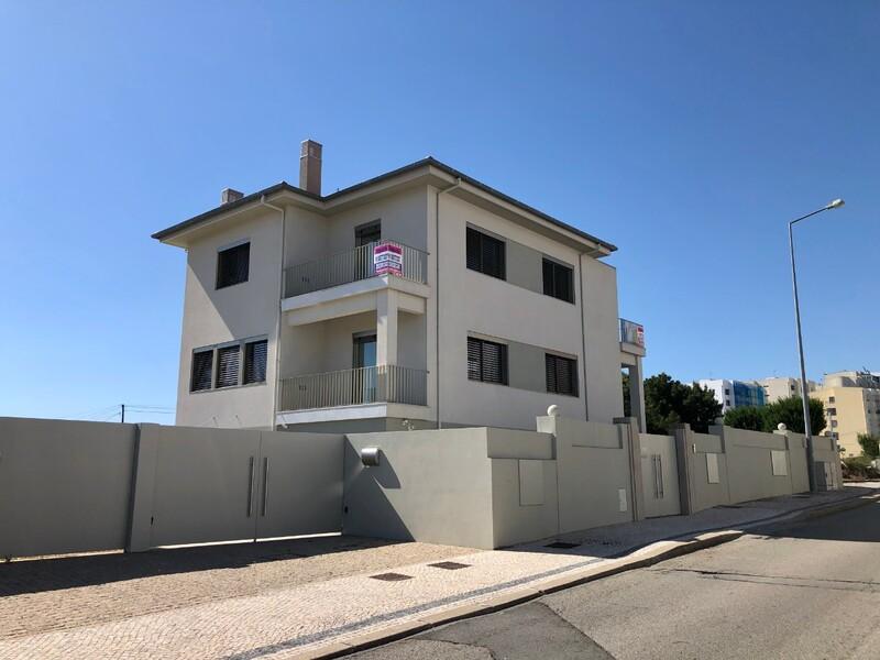 Moradia nova no centro V2 São João da Madeira - varandas, caldeira, terraço, lareira, jardim, aquecimento central, painel solar
